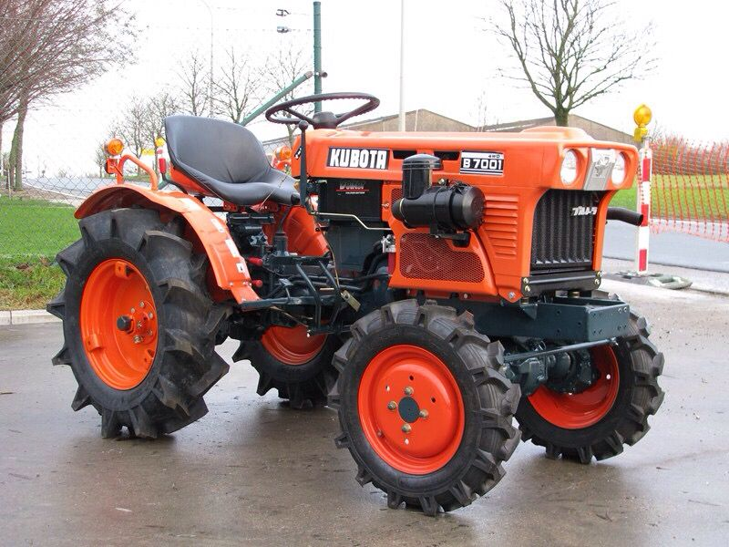17 best ideas about kubota tractors john deere kubota tractor i love these little tractors they re just so cool