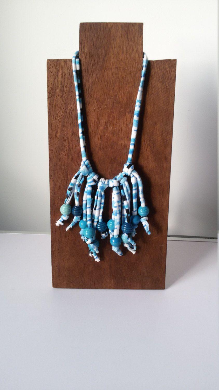 Collana stile etnico in fettuccia elasticizzata azzurra con perline pendenti in legno di MediterraneanArt su Etsy