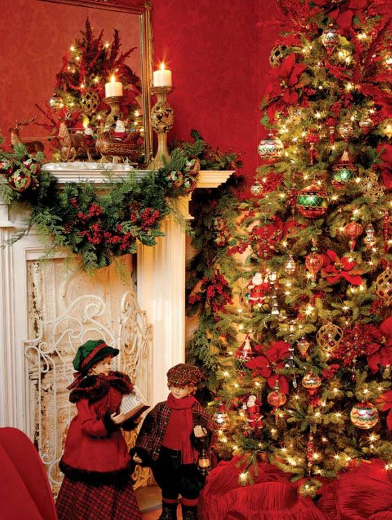 Traditional Red Christmas Tree Decorating Theme