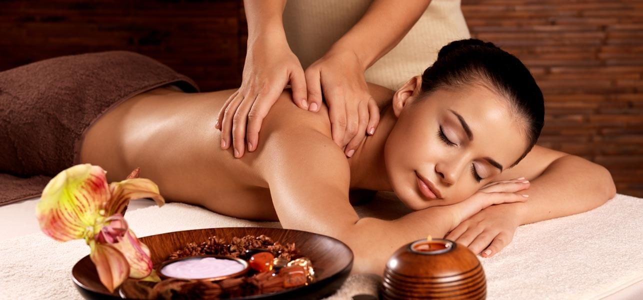 15 Body Massage Oils And Their Benefits | Massage packages ...