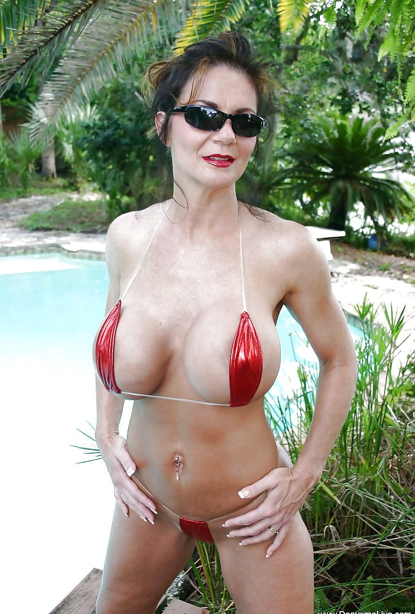 deauxma showing her curves   deauxma   pinterest   curves, swimming