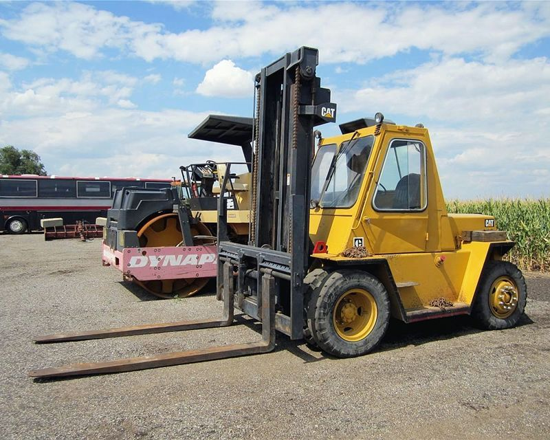 1992 Caterpillar V2000BS mast forklift 25,500