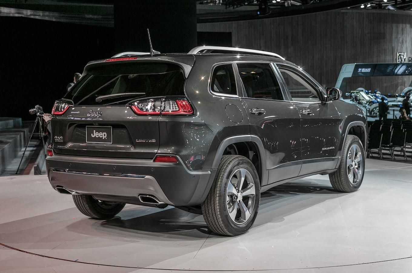 2019 Jeep Cherokee First Look Still On Comeback Trail Motor Trend In 2019 Jeep Gr Jeep Grand Cherokee Jeep Grand Cherokee Diesel Jeep Grand Cherokee Limited