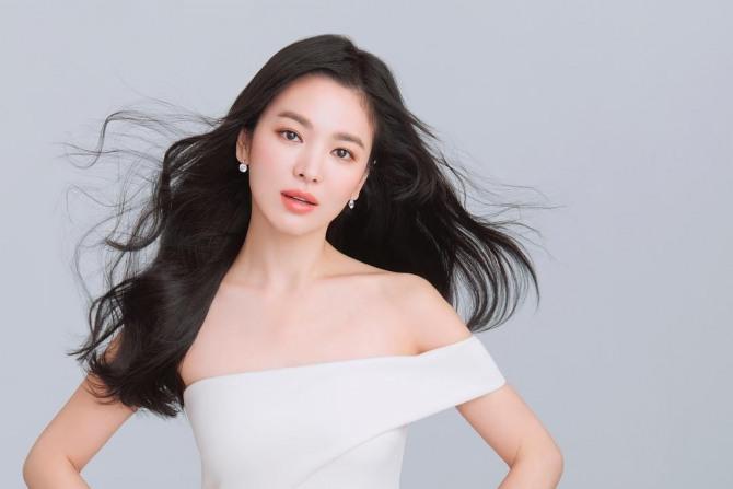 Top 10 Highest Paid Korean Actors Actresses Bestreviewy Com Song Hye Kyo Actresses Korean Actors