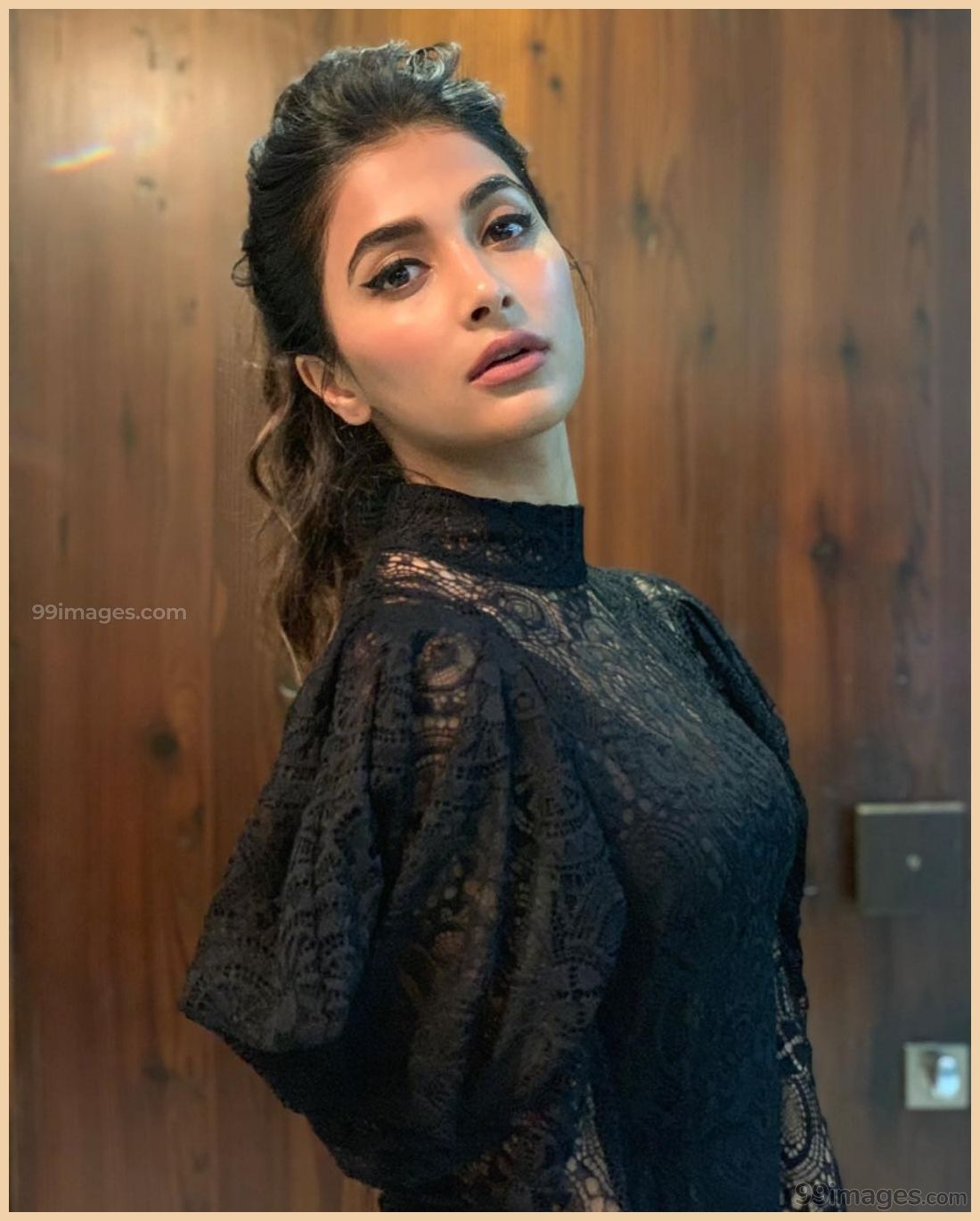 Pooja Hegde Hot HD Photos & Wallpapers For Mobile (1080p