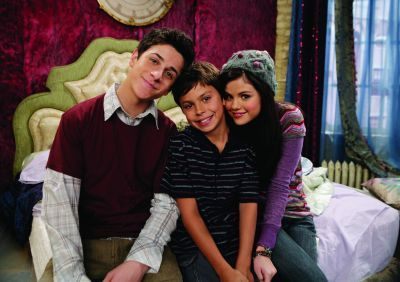 I Like The Headboard From Alex Russo S Room In Wizards Of Waverly