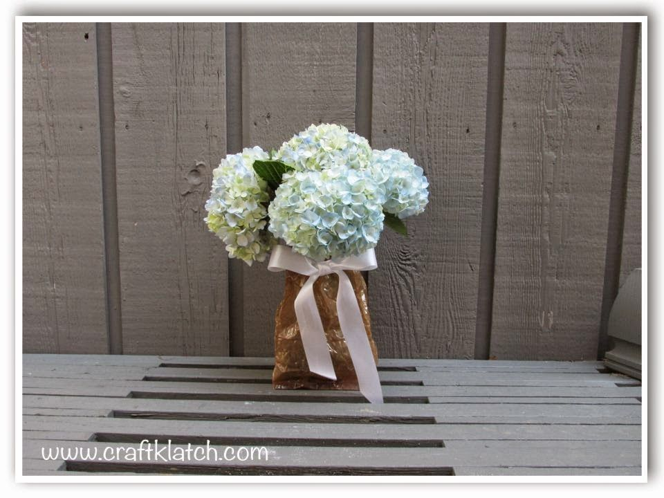 mothers day, bridal shower, baby shower, centerpiece, vase, craft, crafting, unique, howto, how to make, paper bag vase, present, gift, flowers