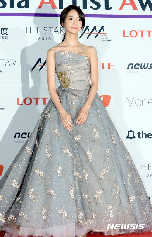 SNSD YoonA at the red carpet event of the 2016 Asia Artist Awards | Korean red  carpet dress, Red carpet dresses, Yoona