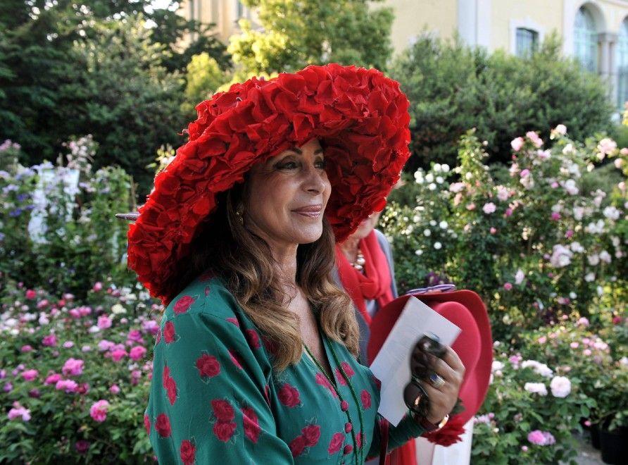Piante, fiori e tanti coloratissimi cappelli, rigorosamente in tema con Orticola, la mostra-mercato vivaistica in programma dal 9 all'11 maggio 2014 ai Giardini Montanelli di Milano (9.30-19.30) con l'allestimento di 16 giardini curati da paesaggisti e vivaisti   Repubblica Milano è anche su