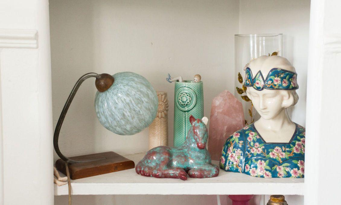 The Socialite Family | Chez Alix Thomsen. #deco #interior #interieur #sculpture #lamp #lampe #bleu #blue #vertdeau #detail #shelf #etagere #objet #object #vintage #chiné #thesocialitefamily