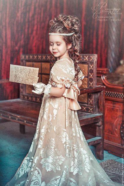 c5aa7cde9d4 Купить или заказать Бальное платье для девочки в стиле Ампир в интернет- магазине на Ярмарке