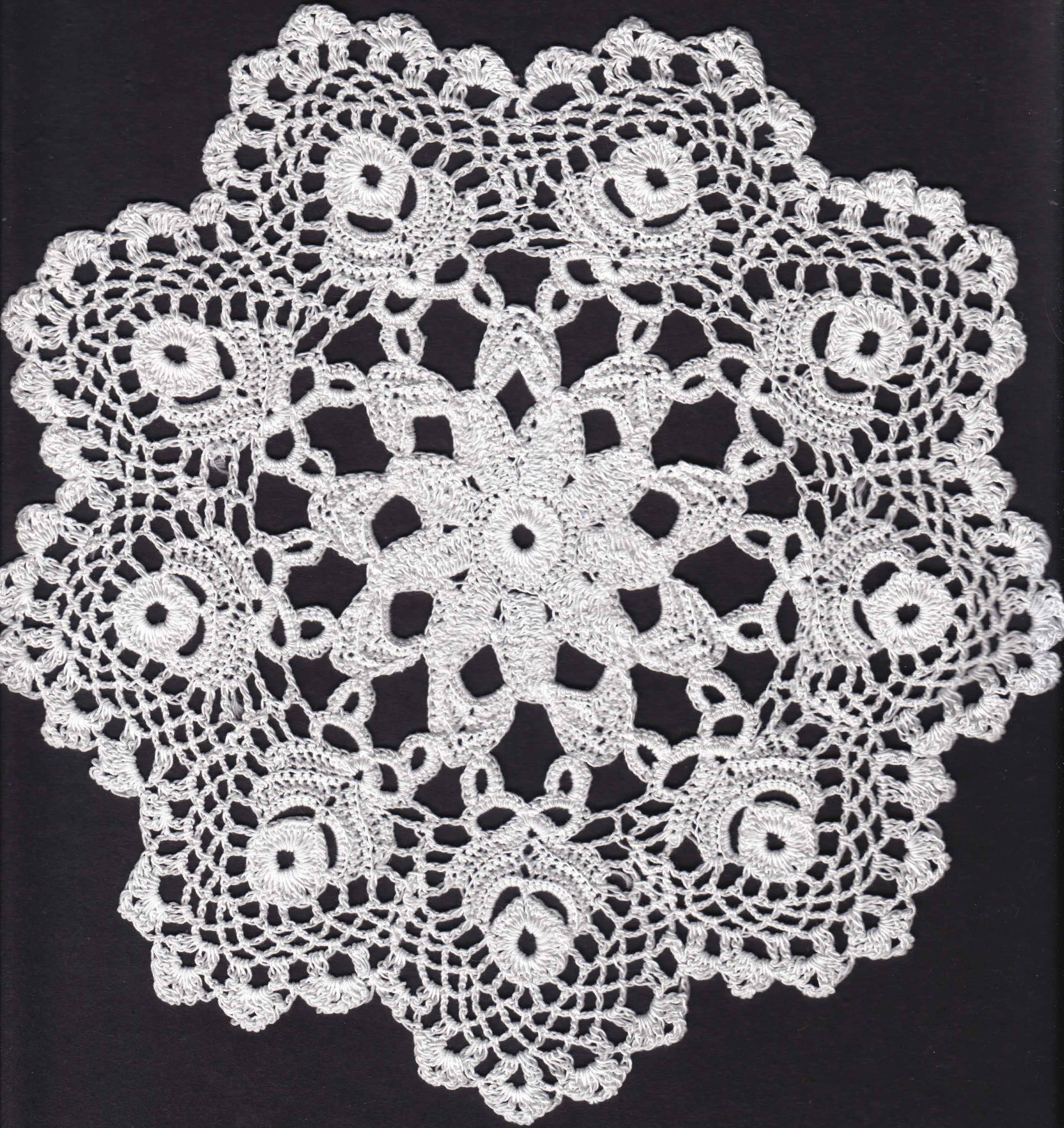 Hand made lace from Koniaków in Poland | croche toalhasredondas ...