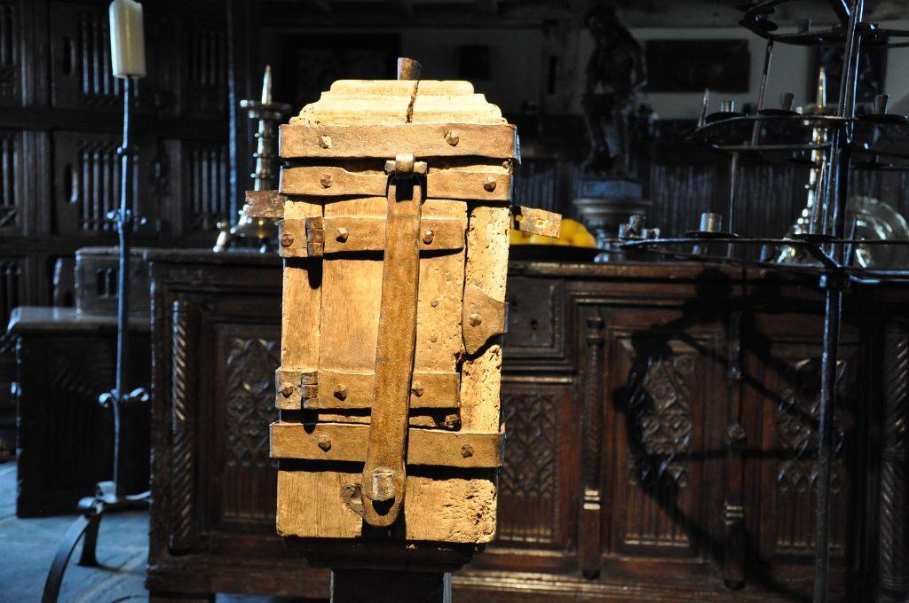A RARE MID 15TH CENTURY OAK AND IRONBOUND OFFERTORY BOX. CIRCA 1460.