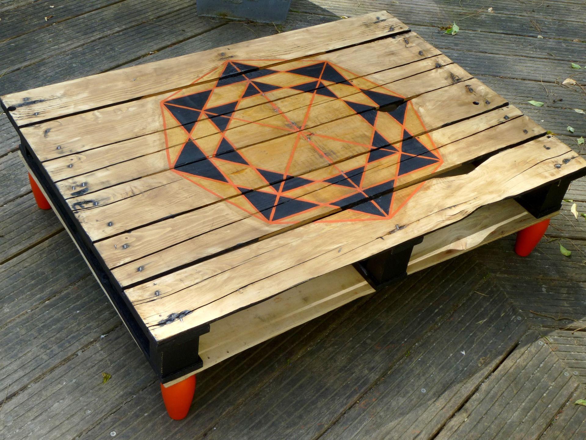 Table Basse Originale Esprit R Cup Et Motif Graphique Meubles Et  # Vernir Un Meuble En Palette