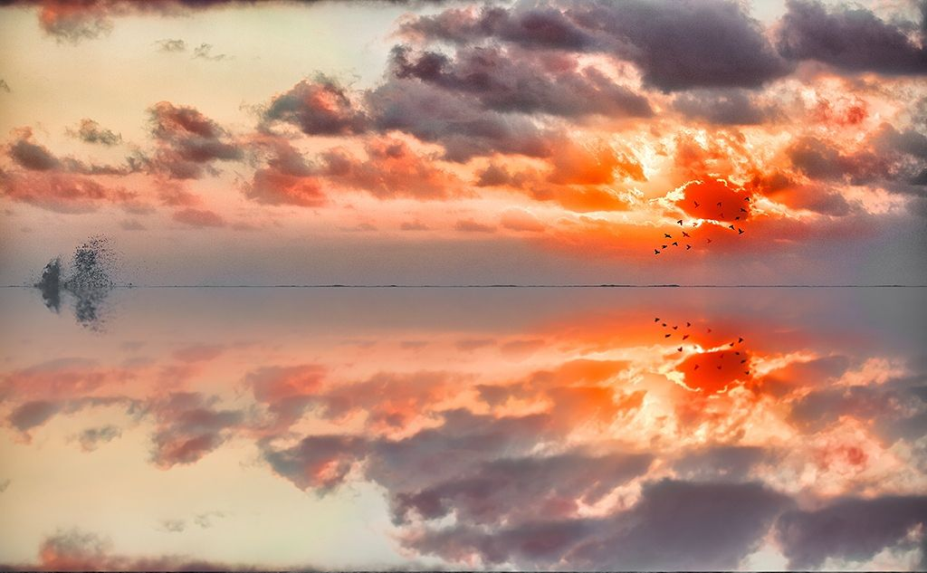 colored reflection by Marco Carmassi on 500px