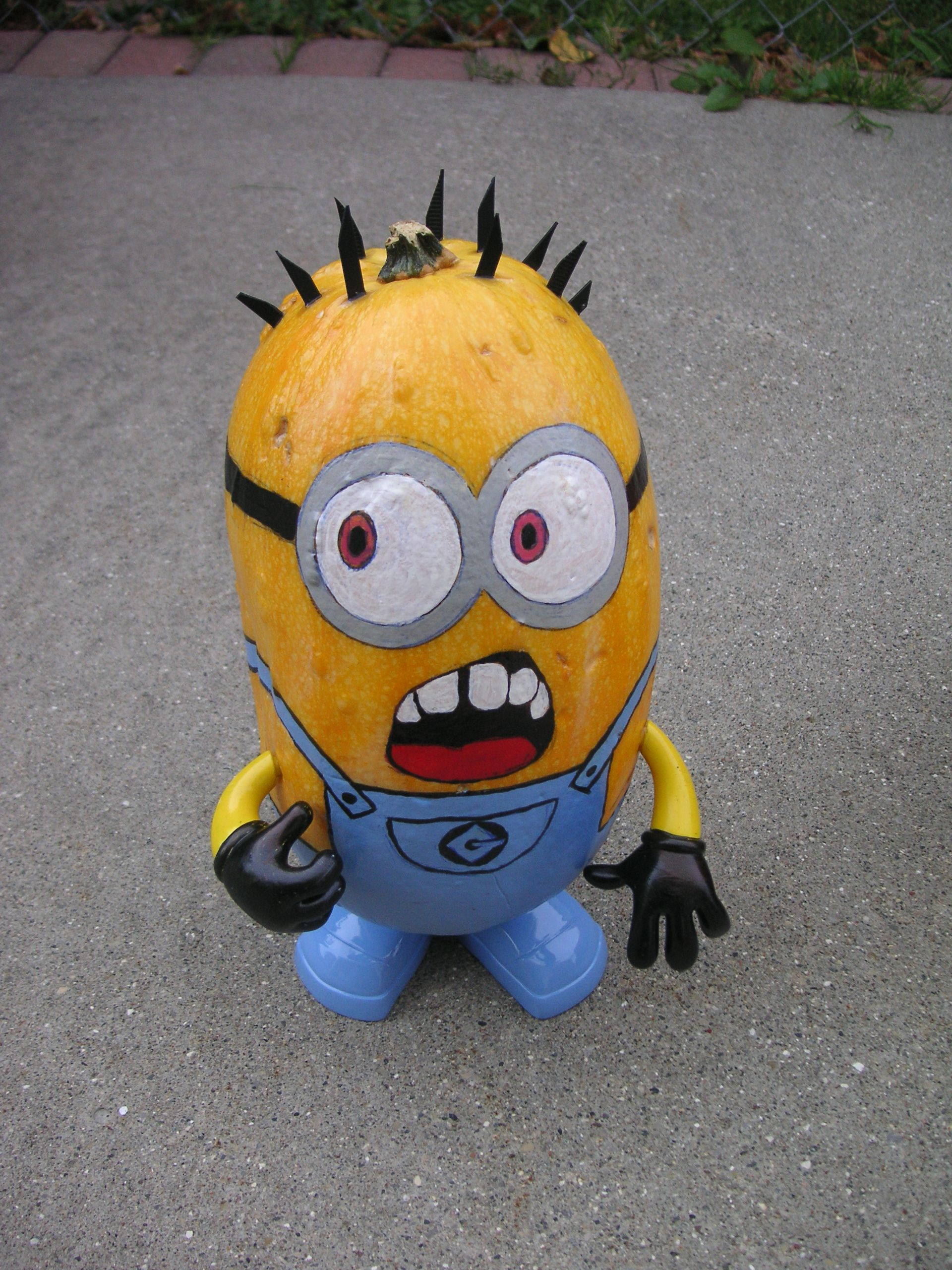 whaaaat this little minion was made using a squash and the arms rh pinterest com