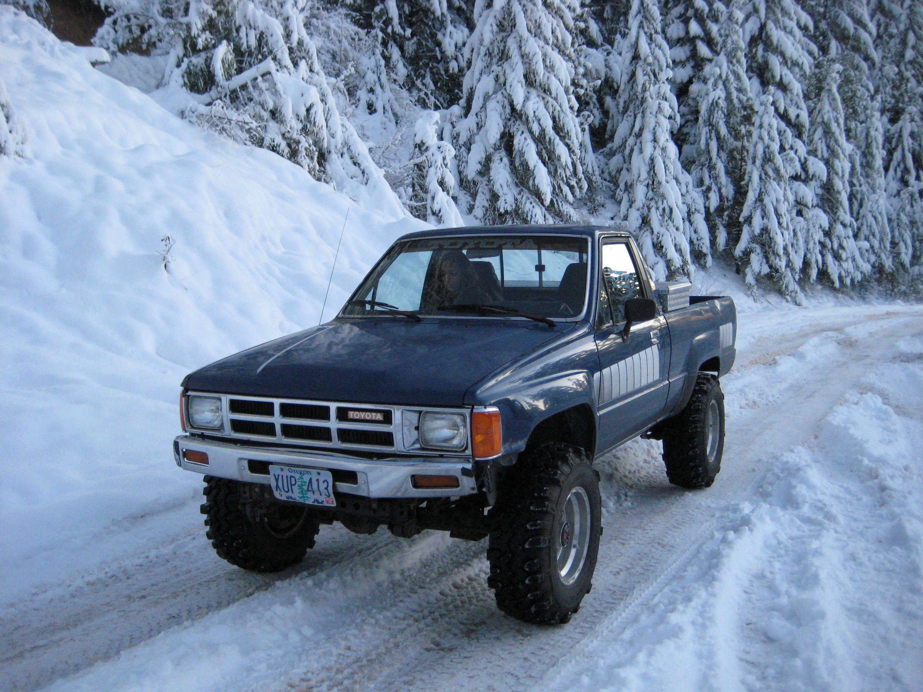 my 85 toyota pickup straight axle w 22re pro comp lift super