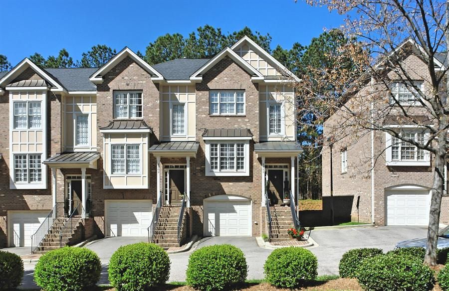 End Unit Cameron View Townhome 1311 Cameron View Court Raleigh Townhouse Views House Styles