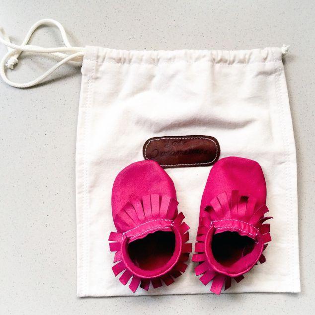 """Este es el primer par de """"Qarameleras"""" o mocasines de cuero que le compro a Violet. Nos han encantado! Son súper """"trendy"""" y si eres una mommy blogger debes haber visto a los hermosos hijos de Kourtney Kardashian, Mason y Penelope, luciendo un par de estos en casi todos los colores...más info en el blog :)"""