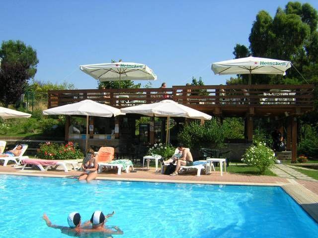 """De bungalow ligt op een #vakantiecomplex midden in het """"Parco Regionale di Veio' in het hart van één van de mooiste steden ter wereld: #Rome. Dit 4 sterren vakantiecomplex bestaat uit twee gedeeltes; een camping en een gedeelte met 90 moderne #vakantiehuizen. In de zomer kunnen de gasten van het #vakantiepark gebruik maken van een groot #zwembad met ligstoelen."""