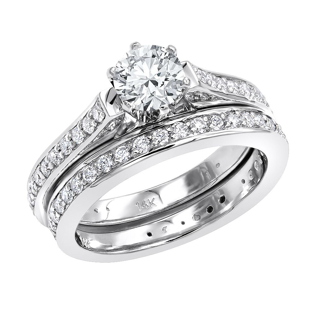 This classic 14K Gold Round Diamond Engagement Ring and