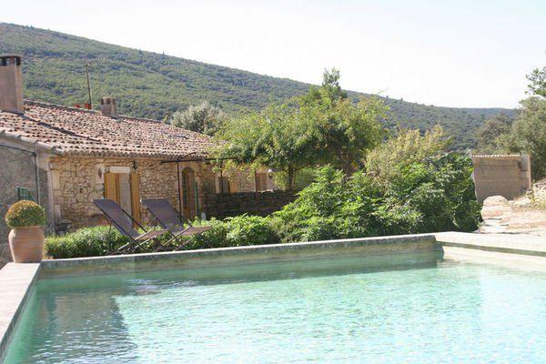 La Valmasque  Provençaals gîtes met privézwembad en zomerkeuken nabij het pittoreske Lacoste  EUR 914.00  Meer informatie  #vakantie http://vakantienaar.eu - http://facebook.com/vakantienaar.eu - https://start.me/p/VRobeo/vakantie-pagina