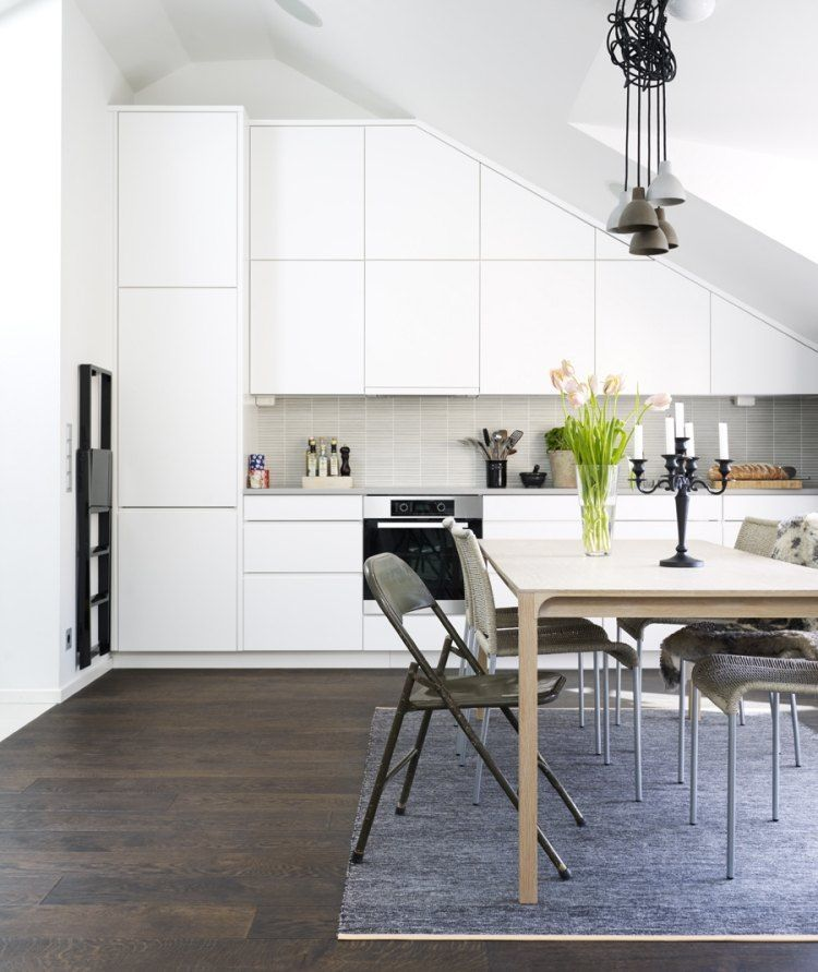Minimalistische Weiße Küche Mit Schräge | Treppen | Pinterest