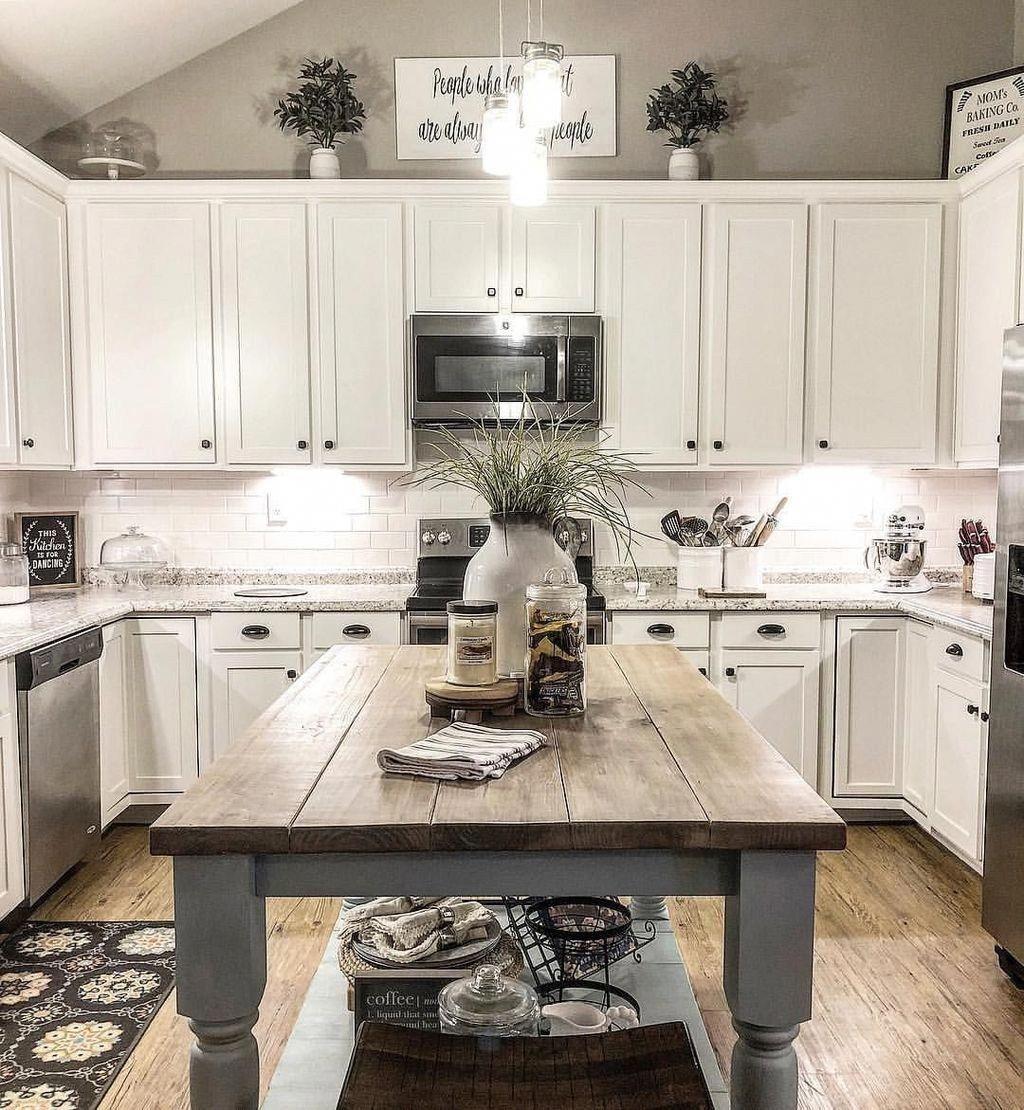 Inspiring White Farmhouse Style Kitchen Ideas To Maximize Kitchen Design 12 #farmhousedesign #farmhousekitchencountertops
