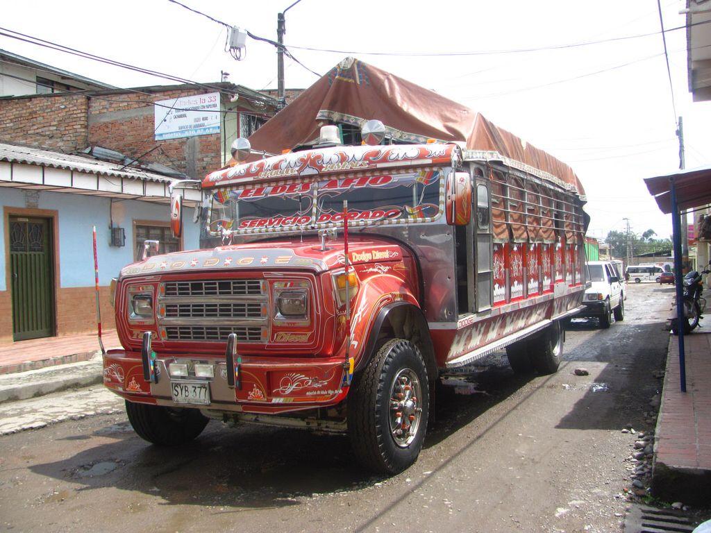 Dodge 600 chiva Colombiana bus escalera  EL DESAFIO