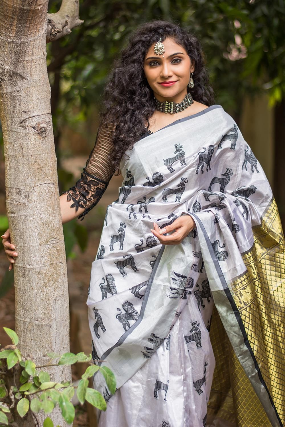 92c089326fbdcb Check out Trending Saree with Animal and Bird motif