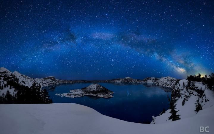 #Photography : Beautiful Crater Lake By Ben Canales