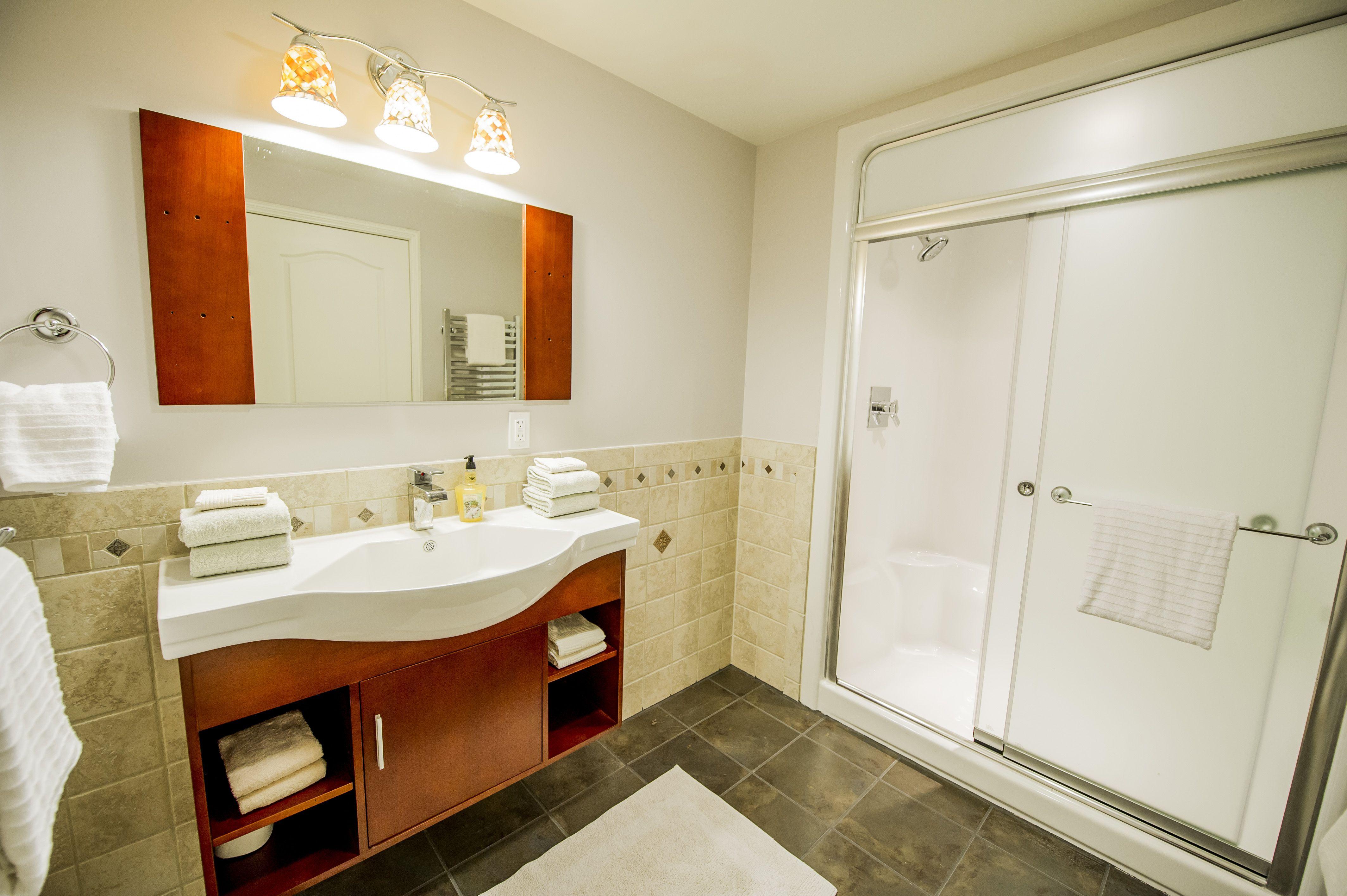 Komplettes Badezimmer Renovierung - Wenn Ihr Spiegel ist mittig über ...