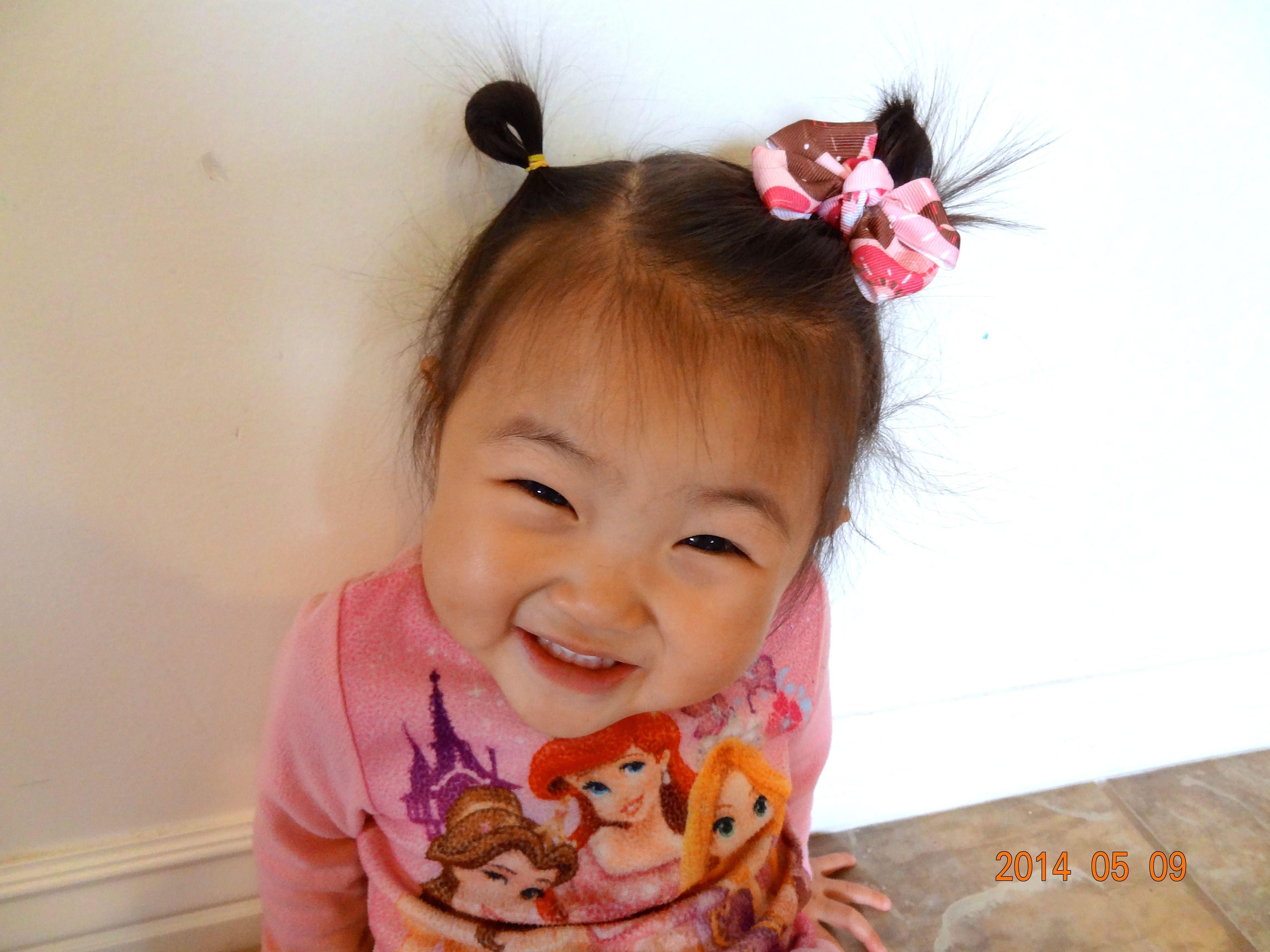 My littel girl with a cute hair bow cute fotos pinterest hair bow