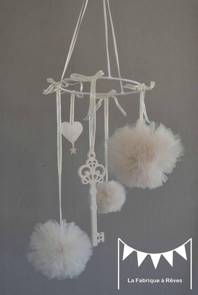 Mobile Pompons De Tulle Blanc Casse Paillete Clef Paillete Coeur