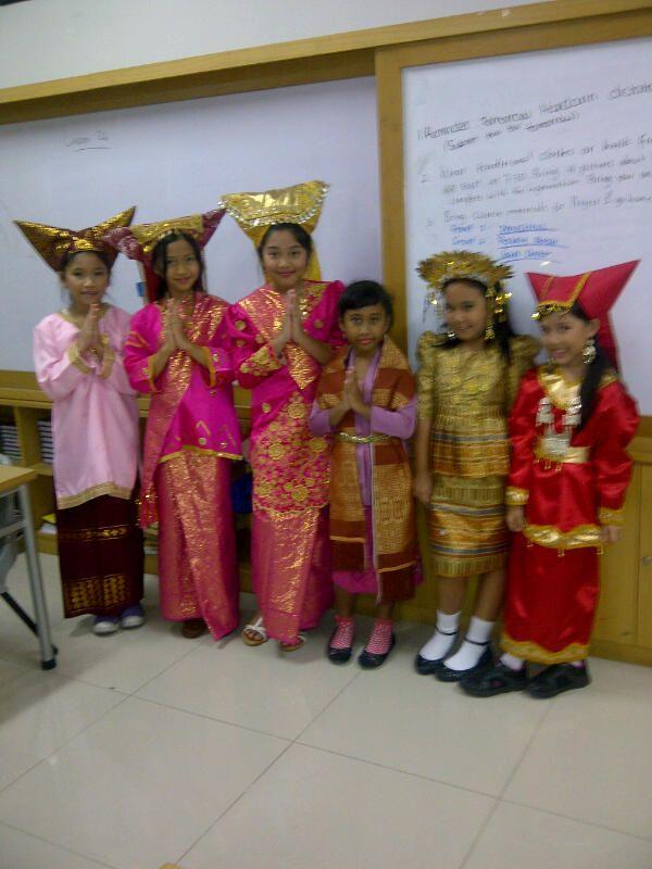 padang west sumatra traditional dress costumes pinterest