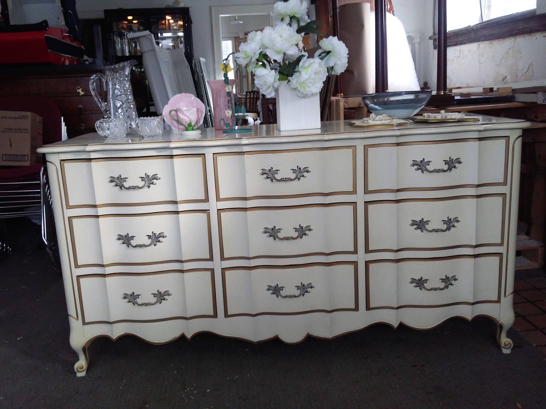Vintage Dixie 9 Drawer Dresser With