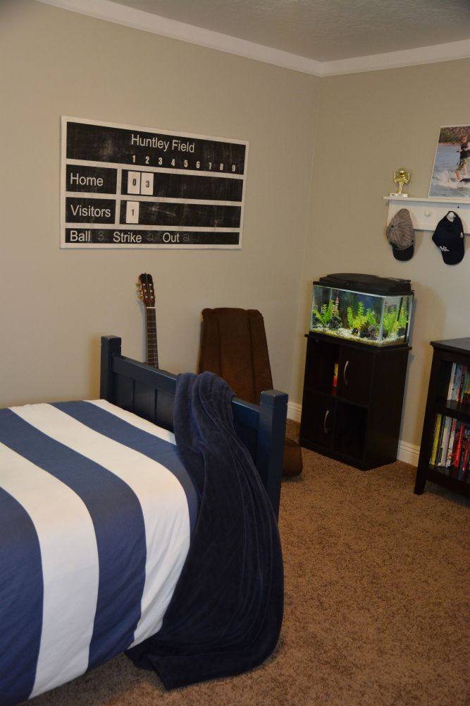 Diy Sports Scoreboard Diy Boy Bedroom Boys Bedroom Decor Room Makeover