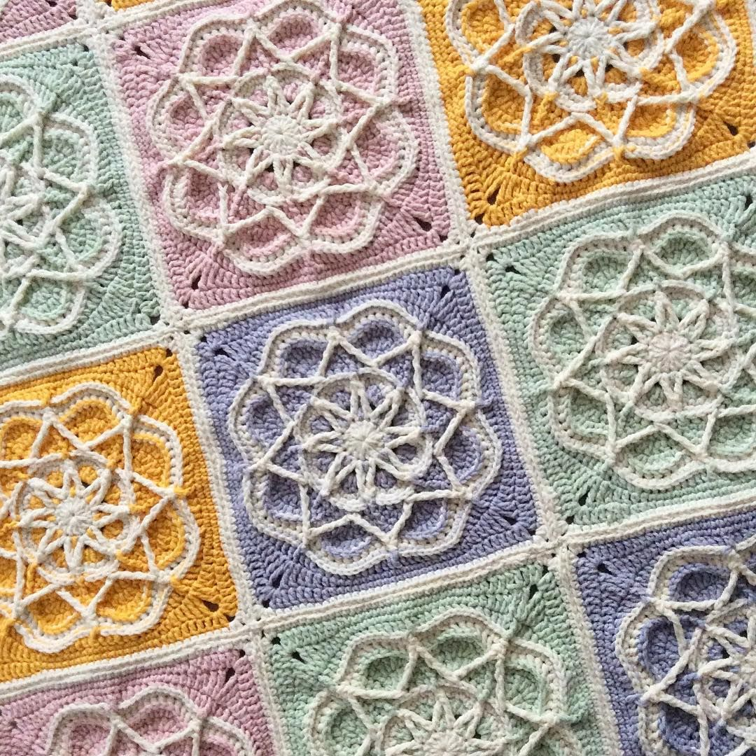 Beautiful blanket @ nesimerciger - free pattern by Helen Shrimpton ...