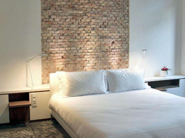 un look indus 39 ou autre coller des l s de papier peint en t te de lit h tel c2 marseille. Black Bedroom Furniture Sets. Home Design Ideas