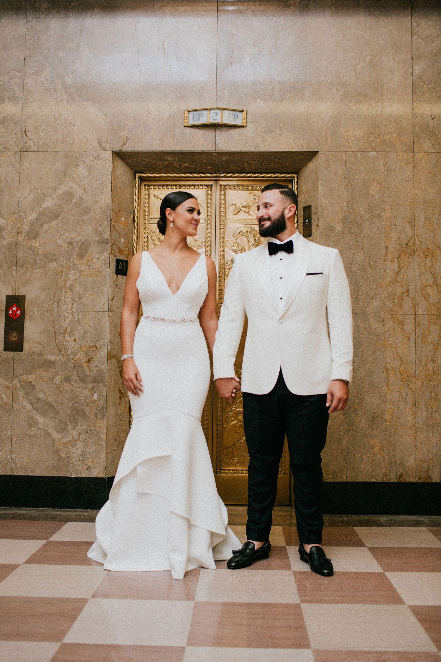 Elegant Modern Wedding With Emerald Color Palette In Miami Be Inspired Pr Elegant Modern Wedding Wedding Modern Wedding Inside [ 2250 x 1500 Pixel ]