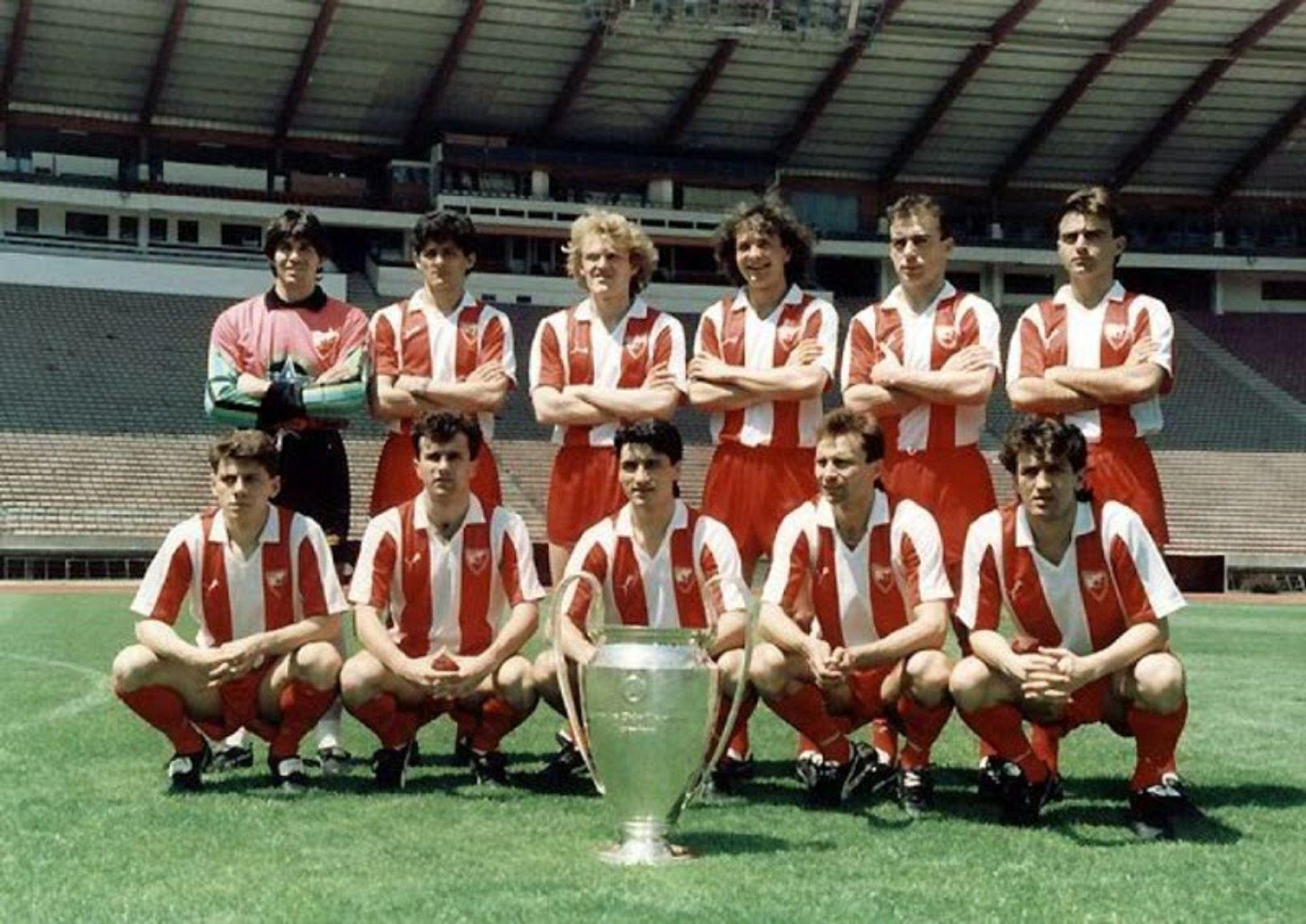 Estrella Roja de Belgrado (serbio: Fudbalski klub Crvena Zvezda ...