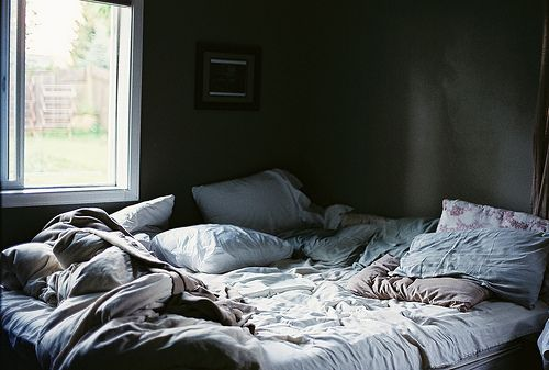messy bed. i want.