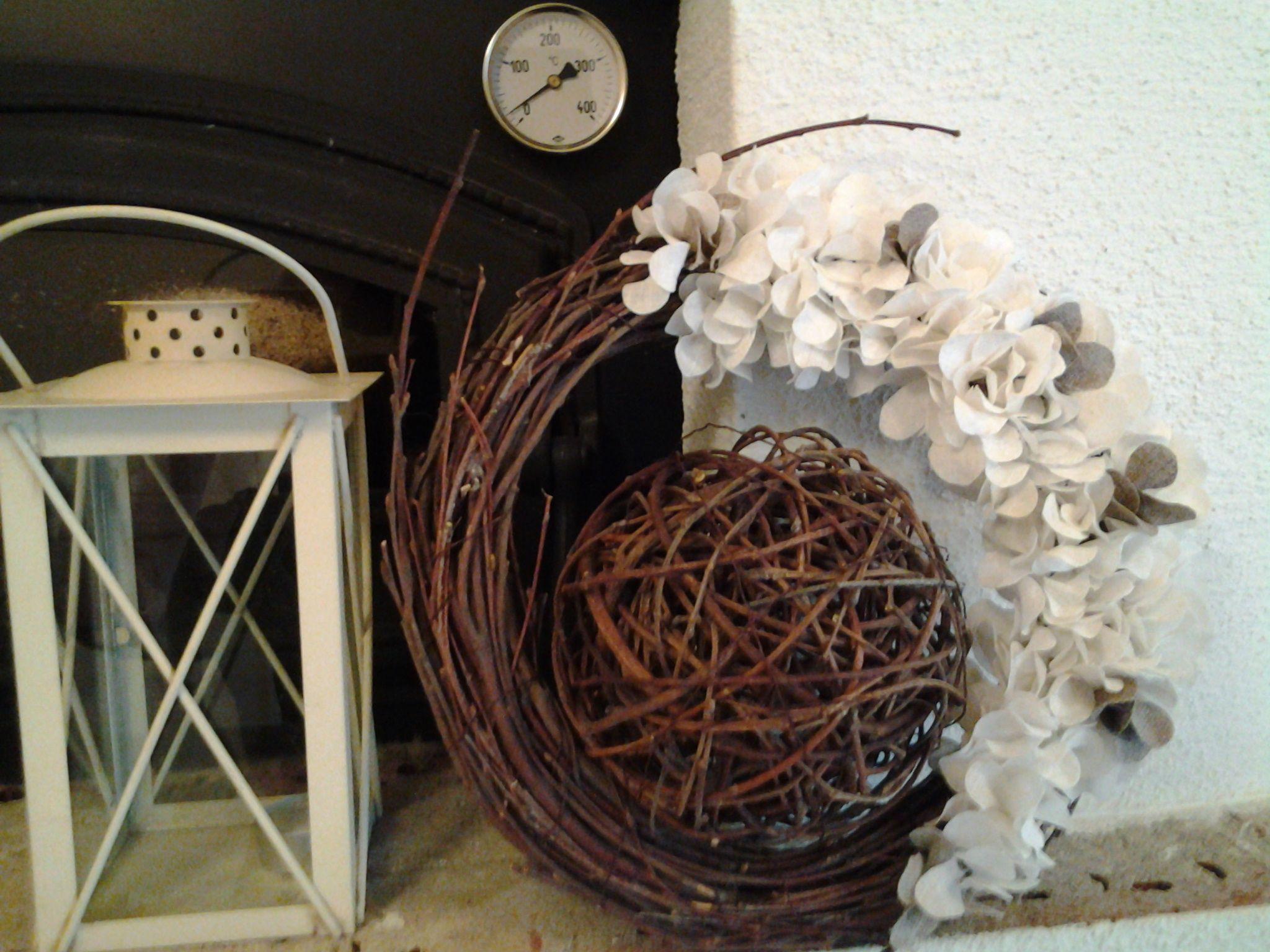 Pellavaisia kukkia ja koivun oksia