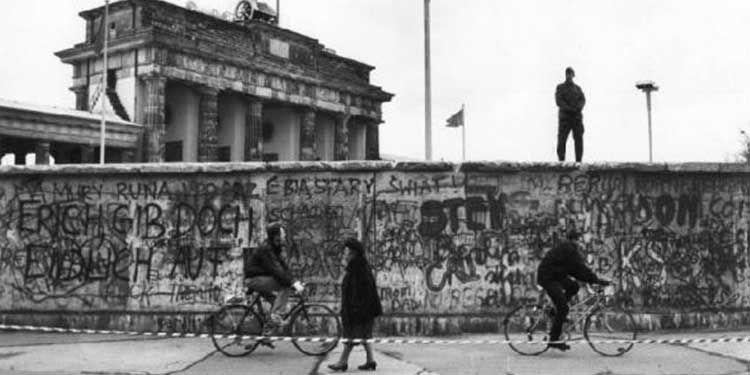 30 maggio 1949 La Germania Est promulga la propria Costituzione