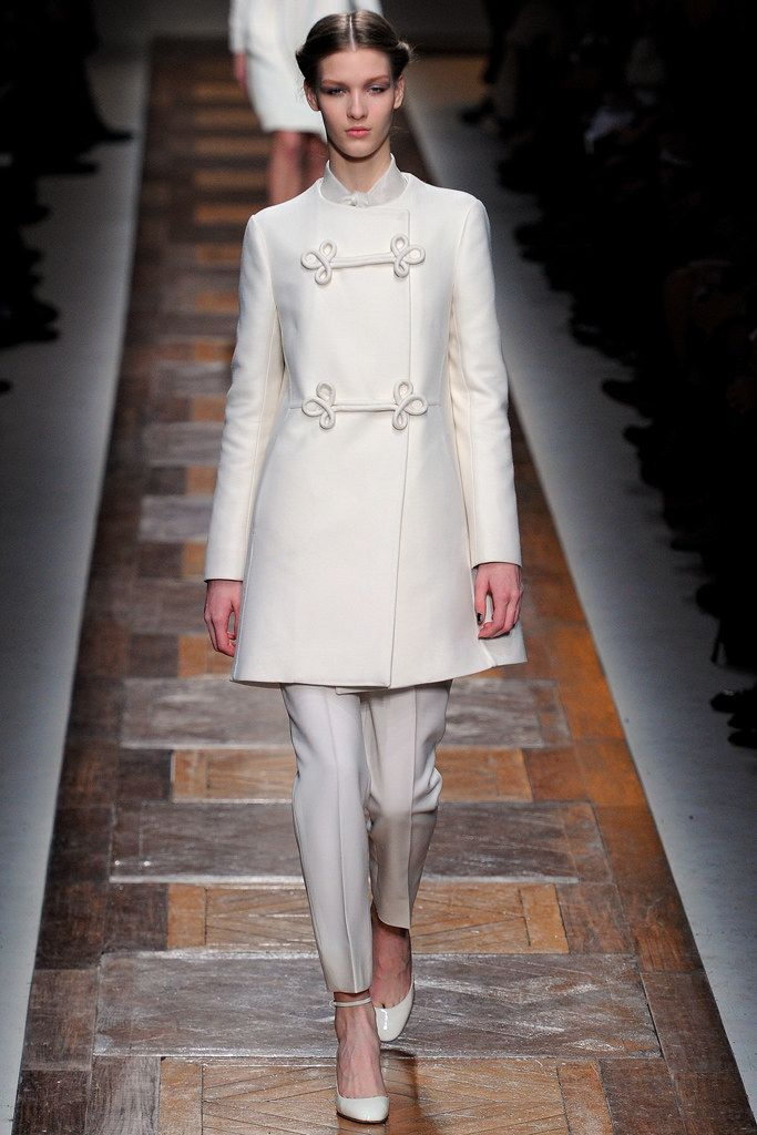 Valentino Fall 2012 Ready-to-Wear Fashion Show - Elena Bartels (Women)