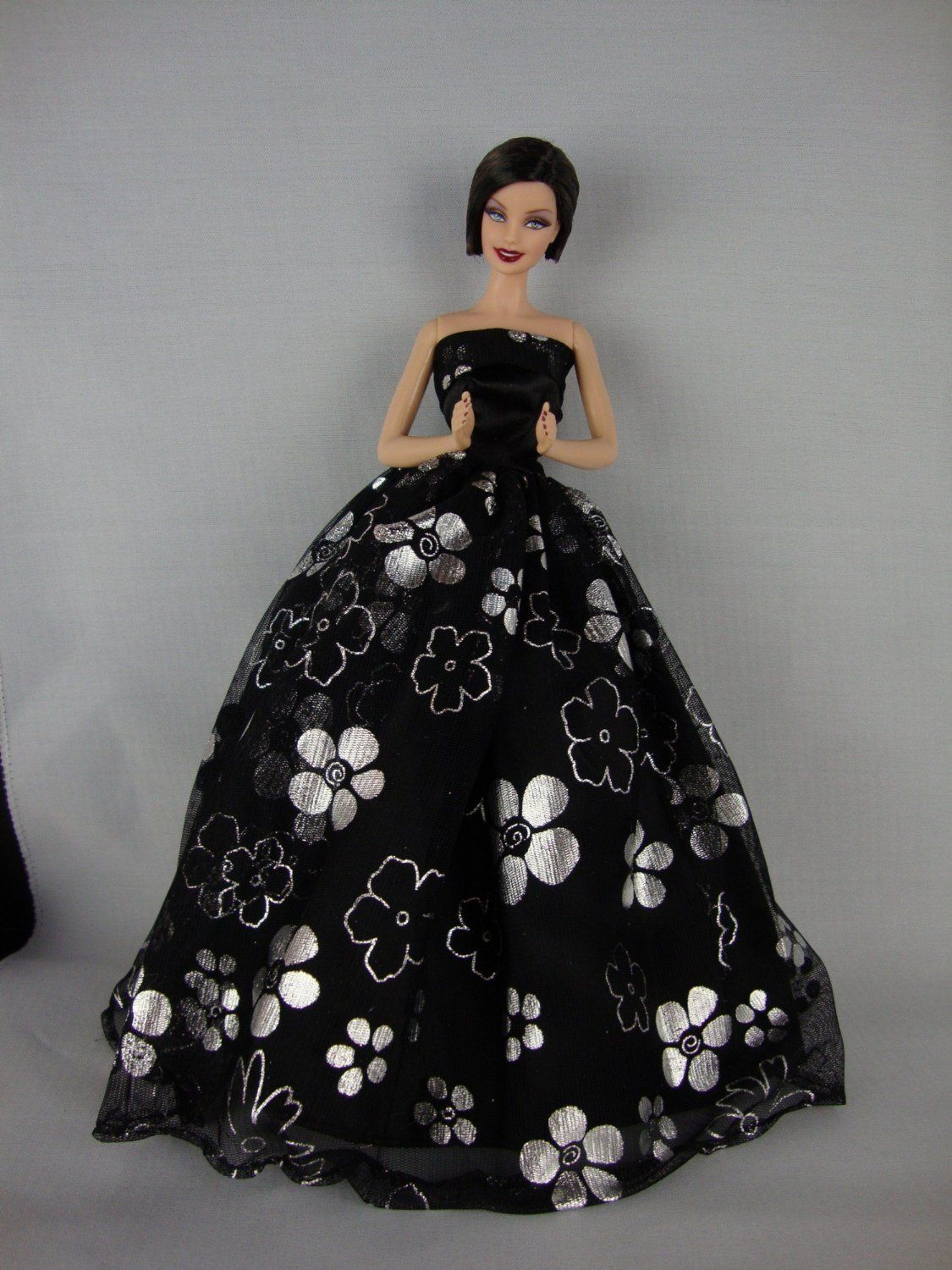 BEAUTIFUL BLACK /& GOLD 11.5 SIZE FASHION DOLL EVENING GOWN
