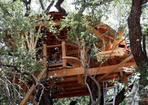Catch Treehouse Fever At Home Garden Show Luxury Tree Houses Tree House Beautiful Tree Houses
