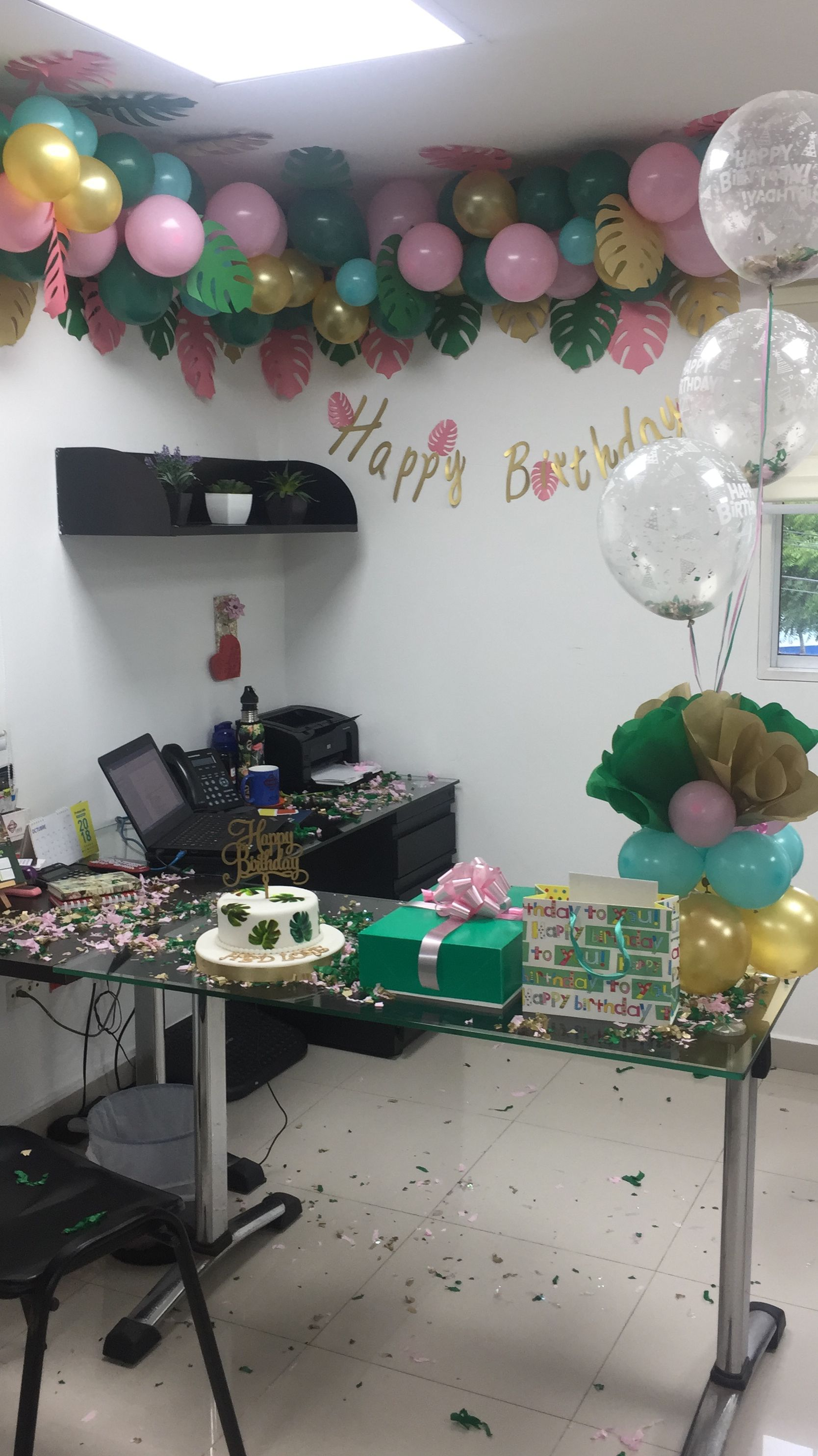 Decoraci n motivo tropical oficina cumplea os mujer for Decoracion para oficina