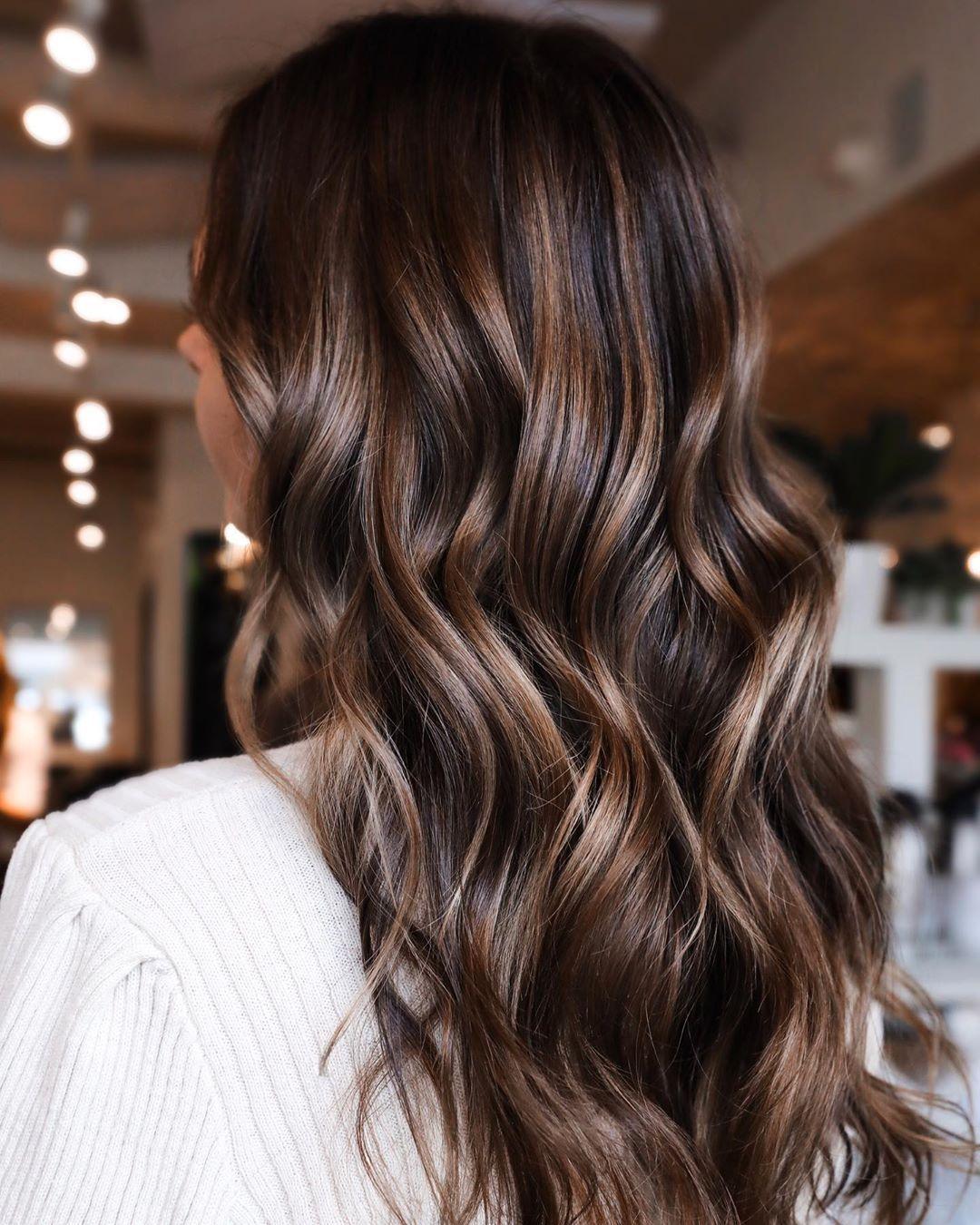 Kurkuma-Latte, Smoky-Cacao: Die neuen Haarfarben-Trends für 2020 sehen genauso schön aus wie sie klingen. Entdecken Sie hier die It-Farben fürs kommende Jahr