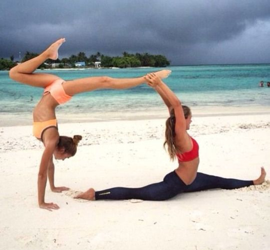 2 Person Yoga Stunts Partneryoga Flexibilityexercises Flexibility Exercises Gymnastics Acro Yoga Poses Yoga Poses For Two Yoga Poses Photography